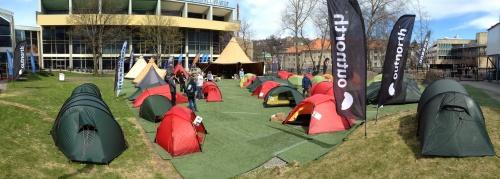 Många tält